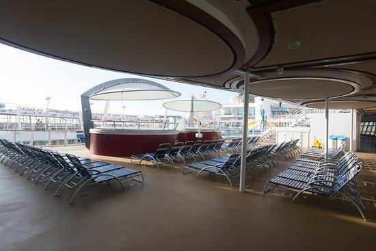 Sun Decks on Allure of the Seas