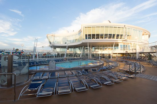 The Sports Pool on Allure of the Seas