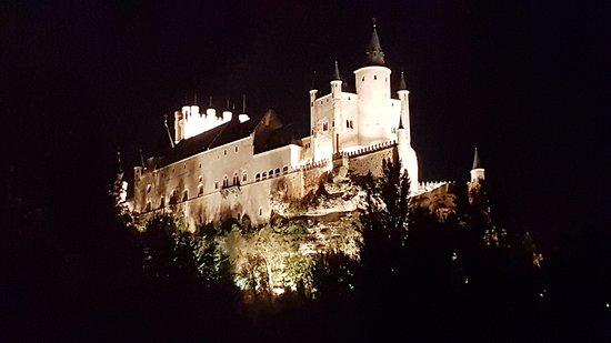 Alcázar of Segovia: VISTA NOCTURNA
