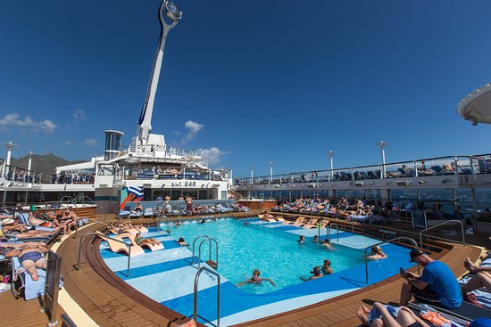 The Main Pool on Anthem of the Seas