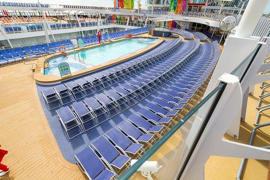 Main Pool on Symphony of the Seas