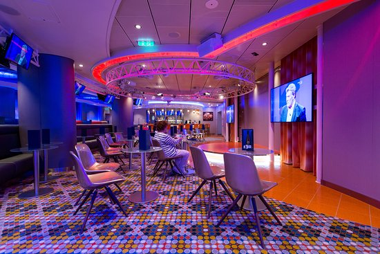 On Air Club on Symphony of the Seas