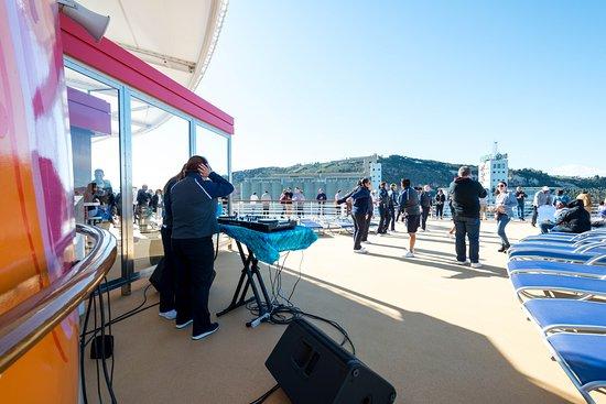 Mast Bar on Symphony of the Seas