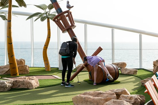 Mini-Golf on Symphony of the Seas