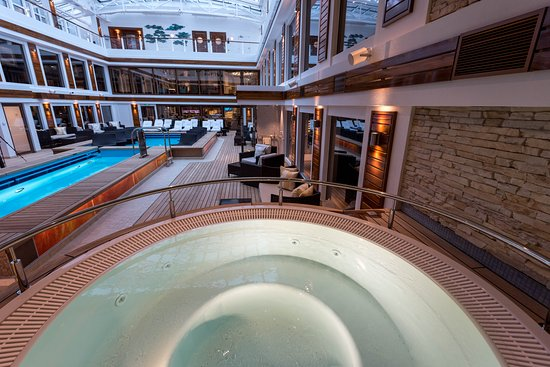 The Haven Pool on Norwegian Bliss