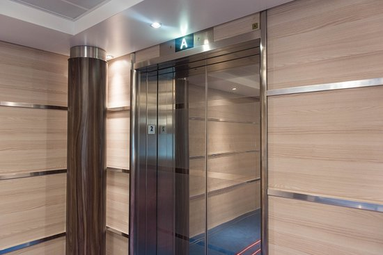 Elevators on Carnival Horizon
