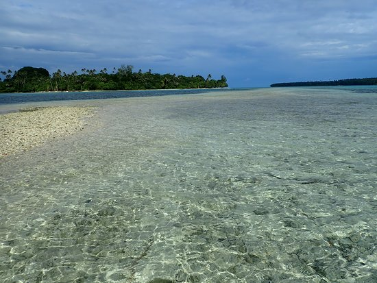 Остров Дьюк-оф-Йорк, Папуа – Новая Гвинея: Sandy stretch between Kabakon & Karawara, two islands of the Duke of York Islands.