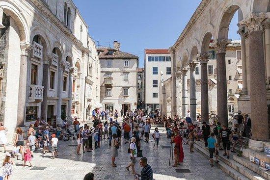 Tour a pie por el palacio Diocleciano...