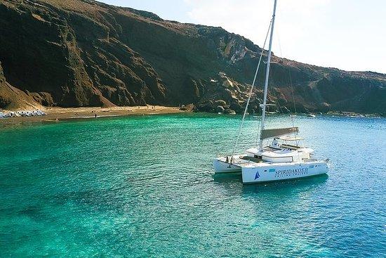 Cruzeiro de navegação em Santorini até...