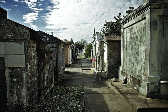 One Hour Saint Louis Cemetery...