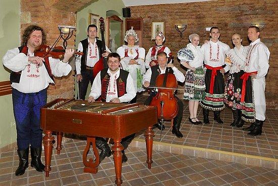 老城区之旅和晚餐与民间表演在布拉格