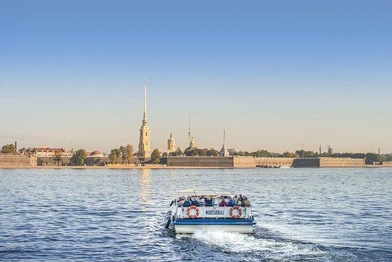 圣彼得堡的运河游船和私人徒步游