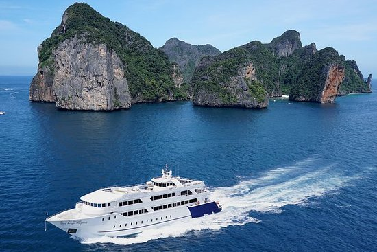Phi Phi Islands Trip by Ferry Yacht...