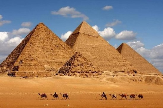 Cairo private guided day tour to Giza Pyramids and Sphinx
