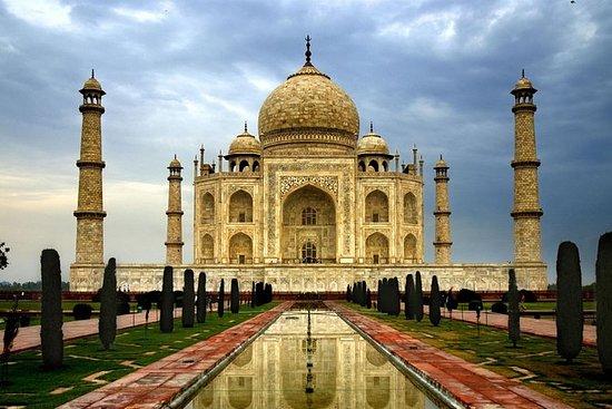 从德里乘坐超级快车前往法塔赫布尔西格里的泰姬陵之旅