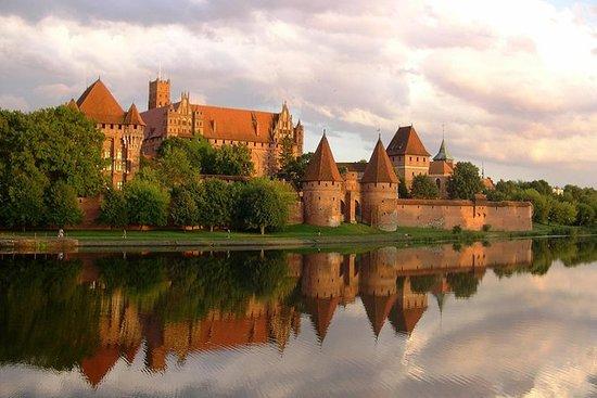 马尔堡城堡之旅:6小时私人游览世界上最大的城堡