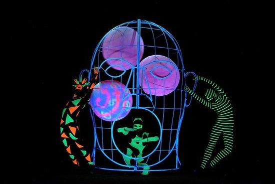 WOW Black Light Theatre-show in Praag