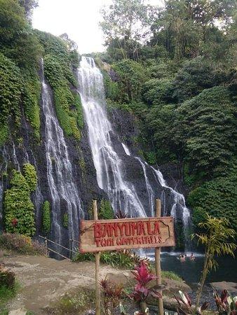 Bedugul, إندونيسيا: Let's explored bali... Banyumale waterfall