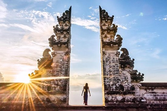 Gate of Heaven - Water Palace - Taman...