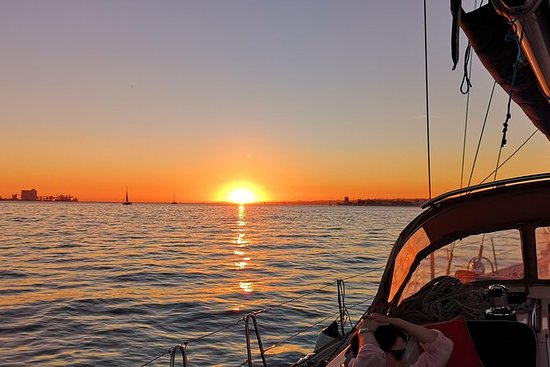 The Best Sunset Sailing Tour in...