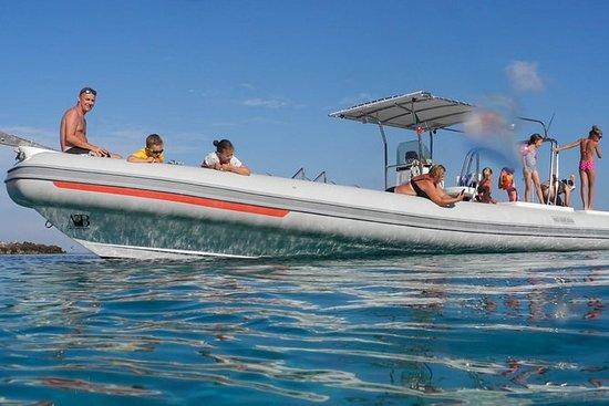 法维尼亚纳和莱万佐(埃加迪群岛)的橡皮艇之旅