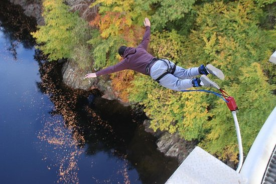 Bungee jump from 40 meters in the...