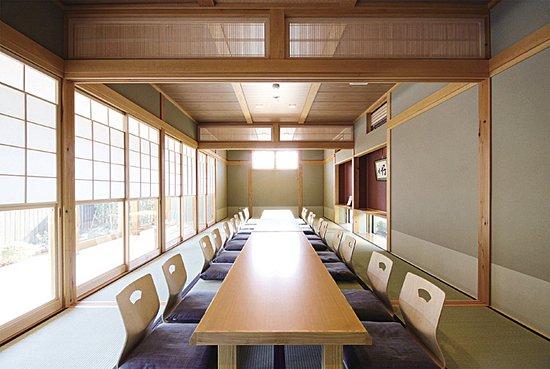 2~50名まで、さまざまな人数に対応出来る完全個室をご用意しております。