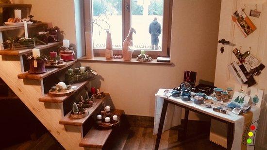 Oranienbaum, Germany: Vorweihnachtlicher Geschenkemarkt im AMPELHAUS® Kunst- und Kulturhof.