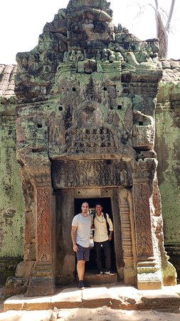 With beautiful girls from Chile ! - Picture of Rithy Guia y Chofer Espanol,  Siem Reap - Tripadvisor