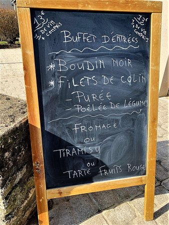 Agris, Francja: Un endroit accueillant pour un déjeuner roboratif à prix modique Le rapport qualité-prix est excellent, le cadre lumineux, propre, frais et l'accueil sympathique. Pour un déjeuner roboratif dans un endroit confortable, c'est super.