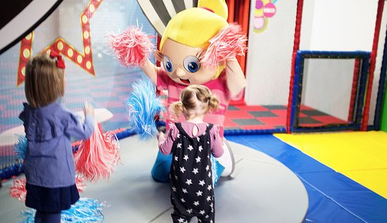 Join us weekdays during school term time for our Eva the Diva stage show at 11am. Followed by arts and crafts 12-1pm, then Groovy Tots in the disco room at 1.30pm.
