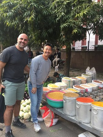 Vicente & Tomo from Los Angeles, USA in love with Indian local markets!