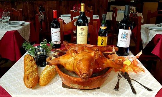 El Atazar, Spain: Asados de cochinillos de Segovia , corderos lechales y chuletones del Valle del Esla a la pariila.Excelente carne.Venga a visitarnos.