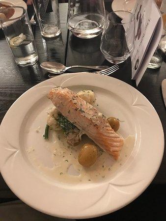 Aspley Guise, UK: Lovely salmon...shame about the sauce