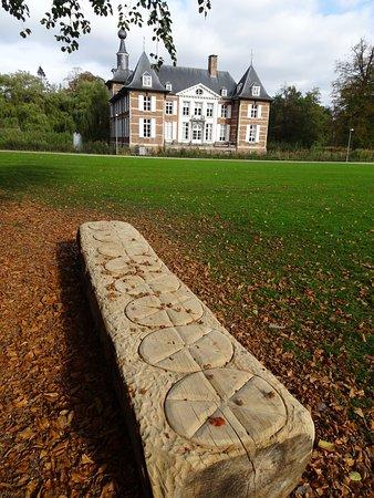 Schoten, Bélgica: Log carving
