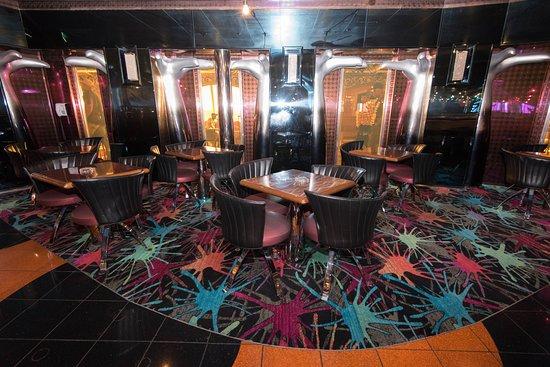 Hot & Cool Nightclub on Carnival Liberty