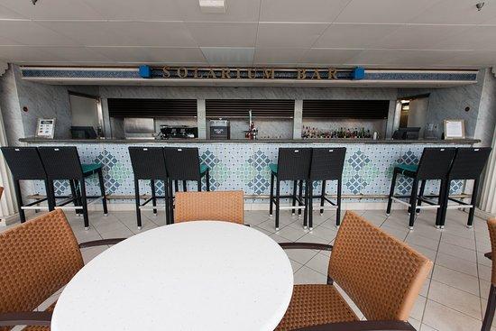 Grandeur of the Seas: Solarium Bar on Grandeur of the Seas