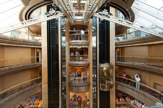 Centrum on Grandeur of the Seas