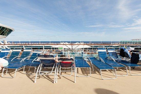 The Main Pool on Grandeur of the Seas