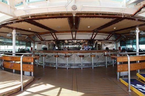 Pool Bar on Grandeur of the Seas
