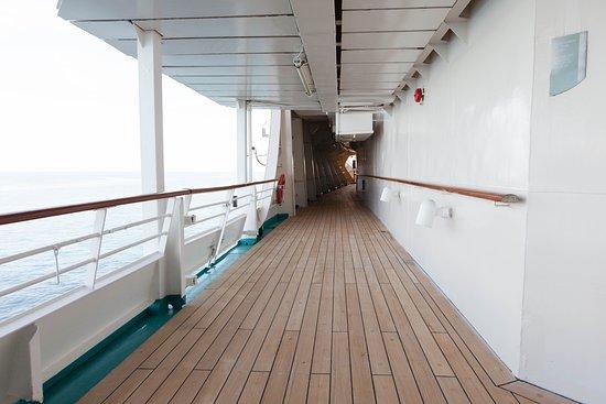 Grandeur of the Seas: Promenade on Grandeur of the Seas