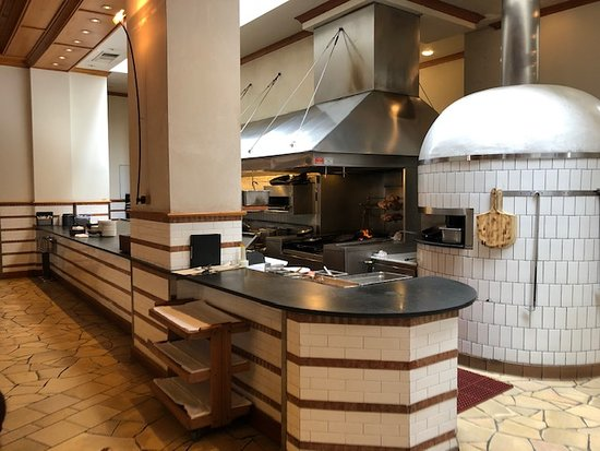 Kitchen / pizza oven - Picture of Il Fornaio, Irvine ...