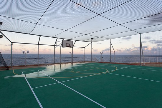 Basketball and Tennis Courts on Norwegian Gem