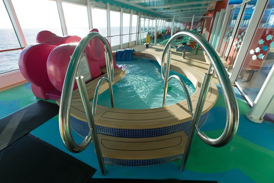 Kids Pool on Norwegian Gem