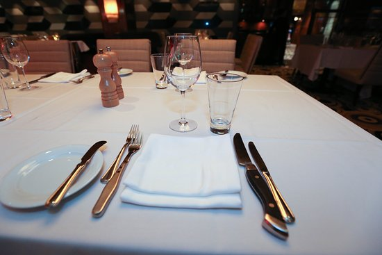 Norwegian Gem: Cagney's Steakhouse on Norwegian Gem