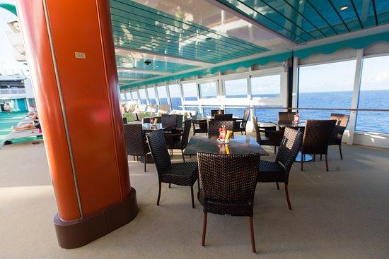 Topsiders Bar & Grill on Norwegian Gem