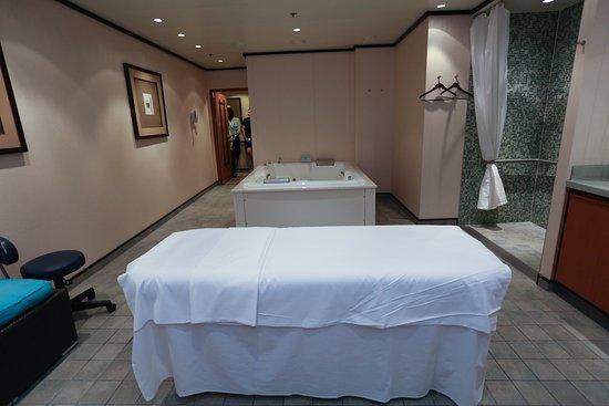 Treatment Room with Bath on Norwegian Gem