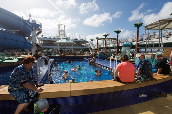 The Tahitian Pool on Norwegian Gem