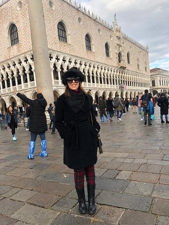 Piazza San Marco: Foto na praça já sem a água!!