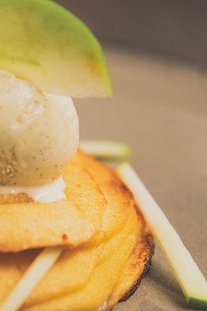 Tarte fine aux pommes / glace vanille